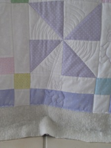 Leanne's baby quilt 007